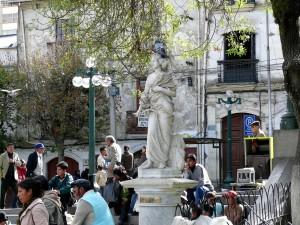 Bolivien La Paz Buntes Treiben am Plaza Murillo